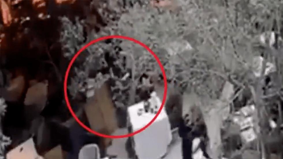 #Video Difunden nueva grabación de ataque en restaurante de Artz Pedregal - Captura de pantalla