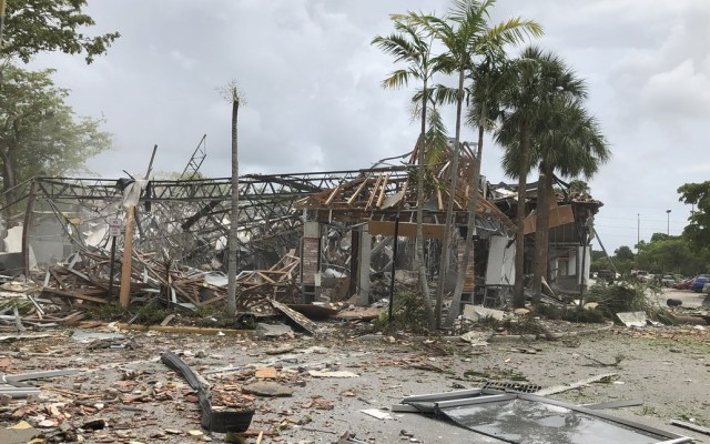 Explosión en centro comercial de Florida deja al menos 21 heridos - Explosión Plaza comercial Florida