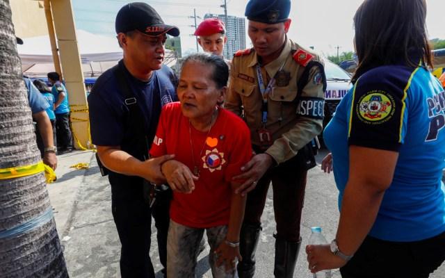 Presentan intoxicación alimentaria cientos de asistentes al cumpleaños de ex primera dama de Filipinas - Filipinas