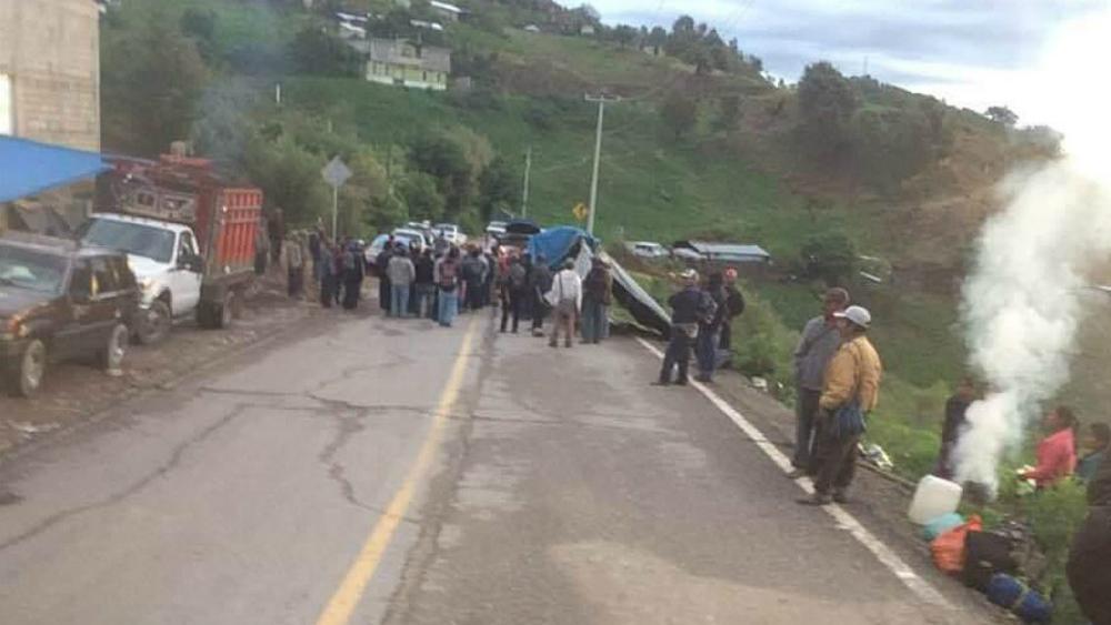 Bloquean carreteras en Guerrero en demanda de fertilizante - Foto de Quadratín