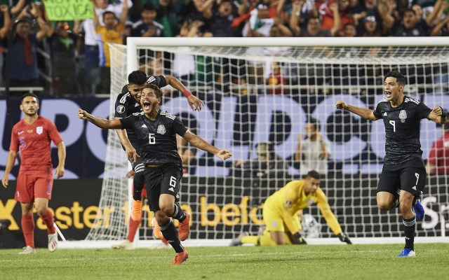 ¡Golazo de Jonathan! - during the game Mexico vs United States, corresponding to Great Final of the CONCACAF Gold Cup 2019, at Soldier Field Stadium, Chicago Illinois, on July 07, 2019.  <br><br>  durante la el partido México vs Estados Unidos, correspondiente a la Gran Final de la Copa Oro de la CONCACAF 2019, en el Soldier Field Stadium, Chicago, Illinois, el 07 de Julio de 2019.