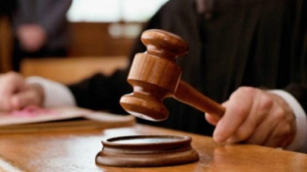SCJN ratifica inconstitucionalidad en basar sanciones en salario mínimo - Juez dictando sentencia. Foto de La Gaceta