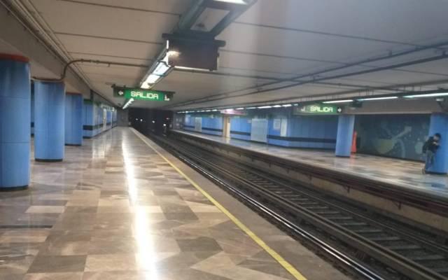 Fallas en el Metro; seis estaciones de la Línea 8 suspendieron servicio - Foto de @jvalencianfs