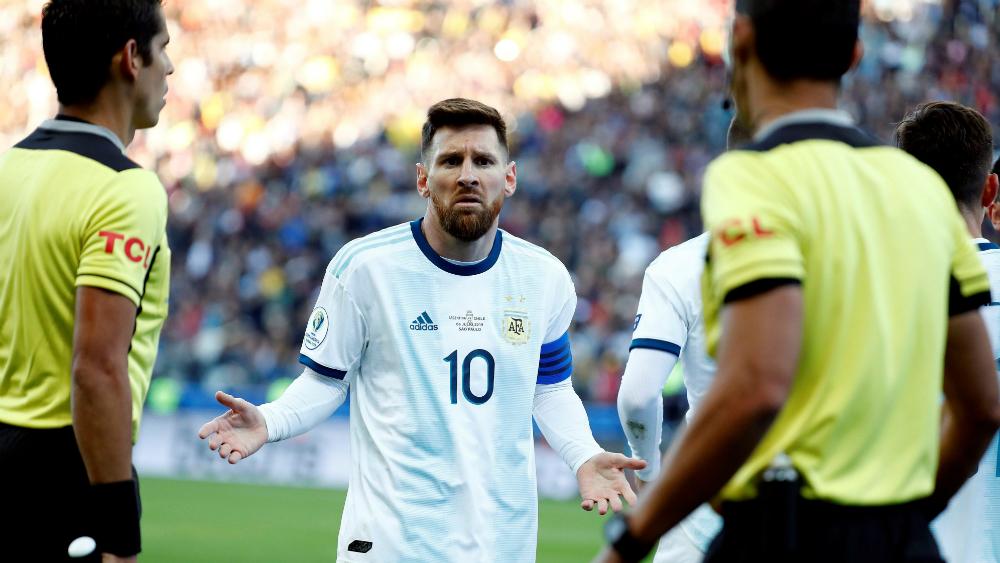 """Messi afirma que """"la corrupción"""" y los árbitros arruinaron espectáculo - Foto de EFE"""