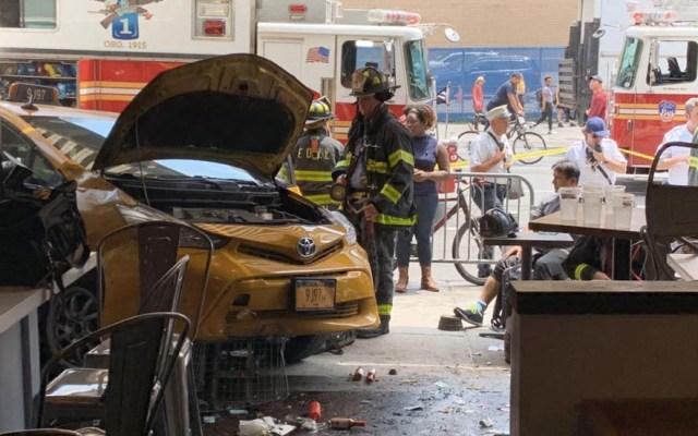 Choque de taxi contra restaurante en Nueva York deja ocho heridos - Nueva York Taxi accidente restaurante