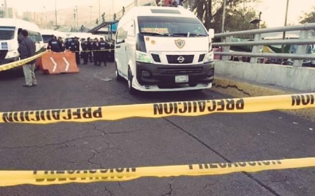 """La violencia """"es algo que se enraizó"""": AMLO sobre homicidios en junio - Pasajero de transporte público muerto durante asalto. Foto de @ElPolloCDMX"""