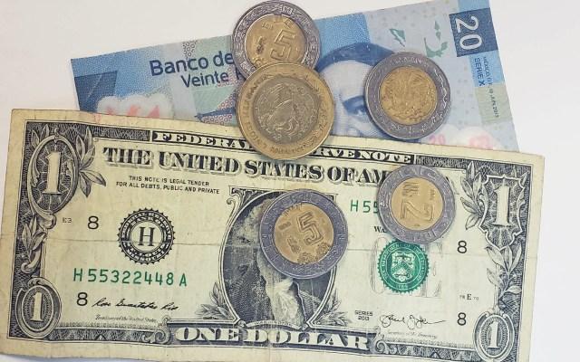 Peso gana 35 centavos y cotiza en 24.0591 por dólar - Peso dòlar dólares tipo de cambio moneda billetes dinero