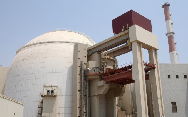 Trump advierte nuevas sanciones a Irán por enriquecimiento de uranio - Fotografía de archivo realizada el 21 de agosto de 2010 que muestra la planta nuclear de Bushehr en el sur de Irán. Foto de EFE / Abedin Taherkenareh