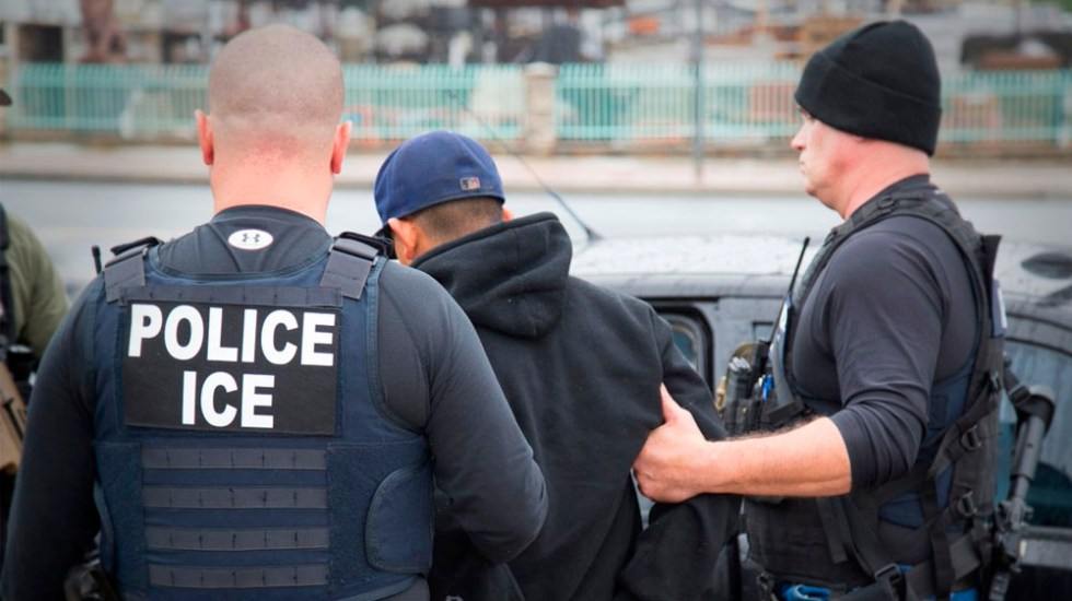 ICE podría ingresar a casas solo con orden del juez - policias ICE