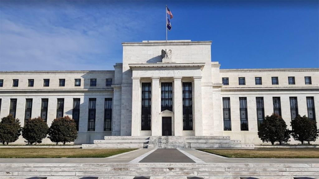 Trump presiona a la Fed por una gran rebaja en las tasas de interés - Federal Reserve Fed