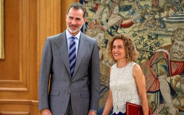 Rey de España decide esperar tras investidura fallida de Pedro Sánchez - Rey de España con Meritxell Batet. Foto de EFE