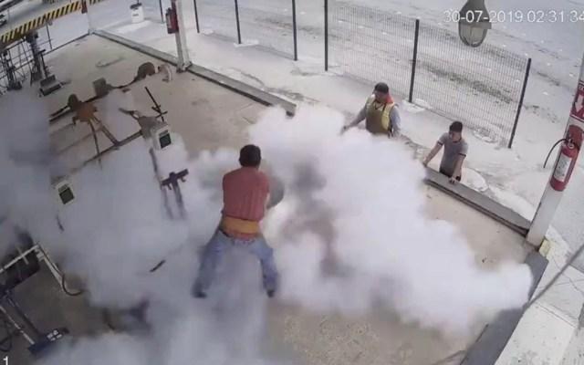#Video Estalla tanque de gas a trabajador en Saltillo - Saltillo tanque de gas explosión 2