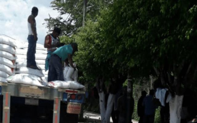 Saquean tráileres con fertilizantes en Guerrero - Foto de Quadratín