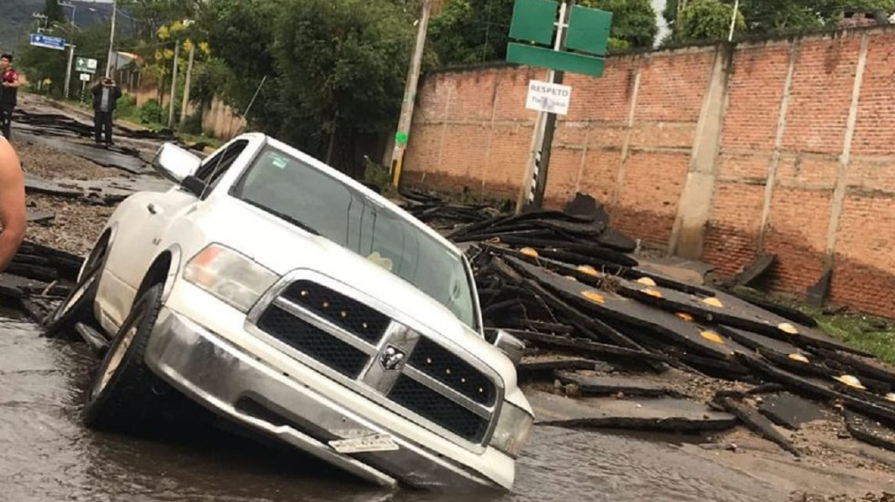 Lluvia provoca severas inundaciones y daños materiales en Tlajomulco de Zúñiga, Jalisco - Foto de @escamillajluis