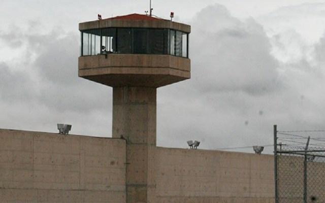 Diputados piden indagar privilegios de reos en cárceles - Torre de vigilancia del penal de Texcoco. Foto de Edomex Informa