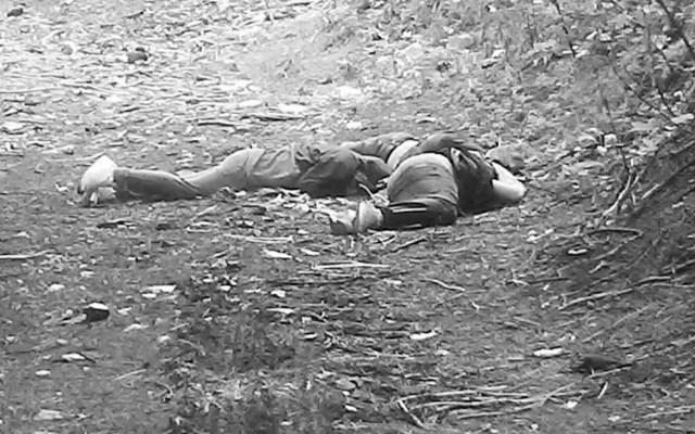 Hallan cadáveres de cuatro hombres en la Picacho-Ajusco - Tres de los cuatro cuerpos hallados en el Ajusco. Foto de @JAVIERR_RUIZ