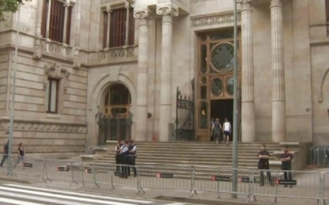 Dictan prisión provisional a cuatro jóvenes por violación de menor - Tribunal Superior de Justicia de Cataluña donde se realizó la primera audiencia contra 4 jóvenes por violación. Captura de pantalla
