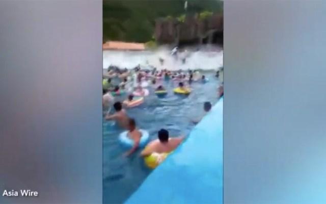 #Video Falla en máquina de olas genera 'tsunami' en parque acuático - tsunami china máquina de olas