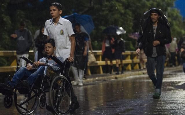 Venezolanos merecen una vida mejor y libre de miedo: Bachelet - Cientos de niños cruzan la frontera desde Venezuela para ir a la escuela en Cúcuta, Colombia. Foto de UNICEF / Arcos