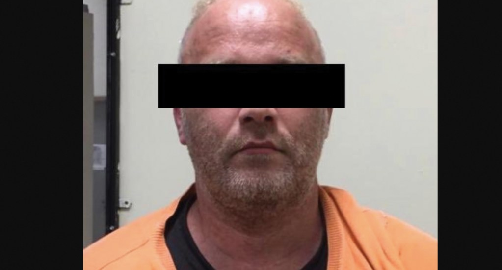 Vinculan a proceso a hombre detenido con drogas e insignias de la CIA en Tijuana - Foto de FGR