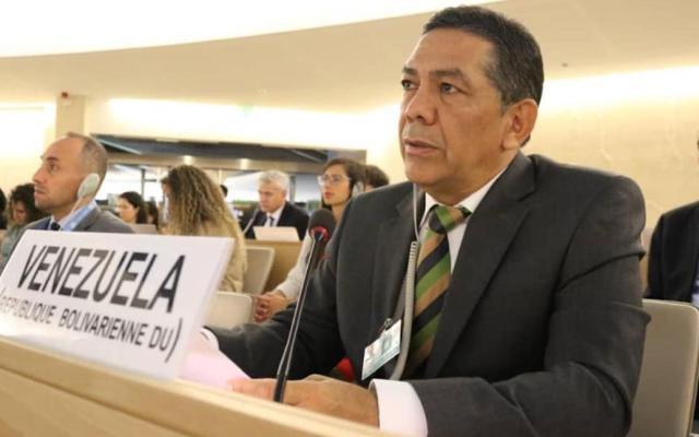 """""""Parcial y con graves errores"""", informe de Bachelet: Venezuela - William Castillo en Ginebra. Foto de William Castillo/Twitter."""