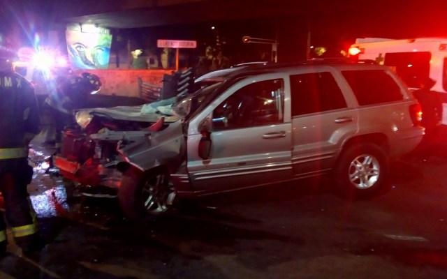 Choque deja tres prensados en Venustiano Carranza - Accidente de camioneta en Congreso de la Unión. Foto de @jlleralaprensa