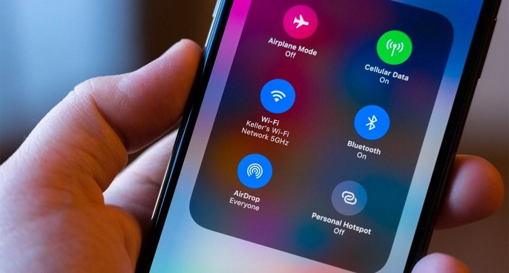 Vulnerabilidad en AirDrop revela el número telefónico de tu iPhone. Noticias en tiempo real