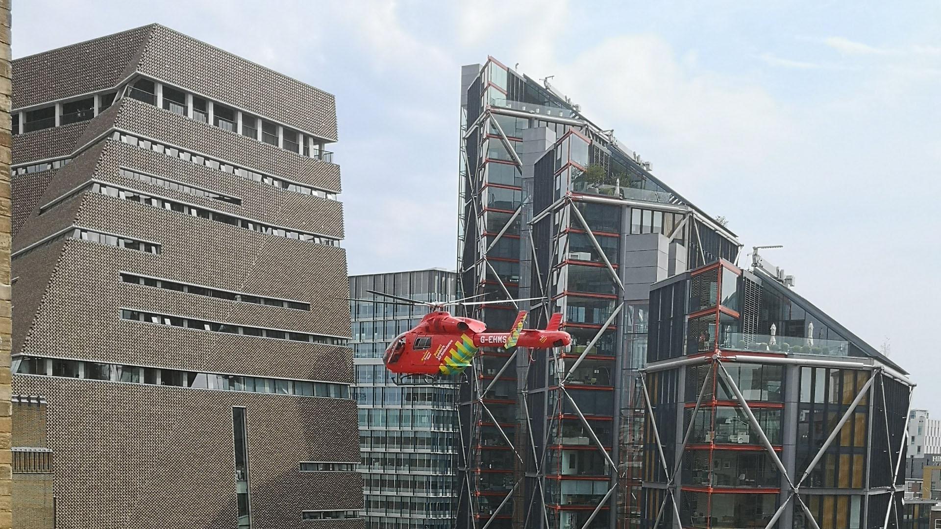 Adolescente acusado de lanzar niño de piso 10 en Tate Modern