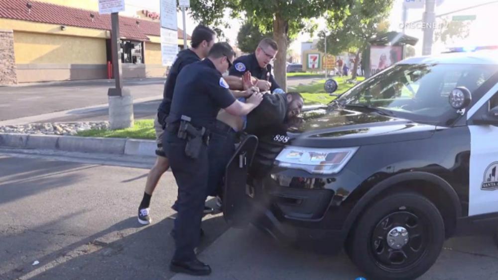Hombre apuñala a 6 hispanos en California; al menos 4 muertos