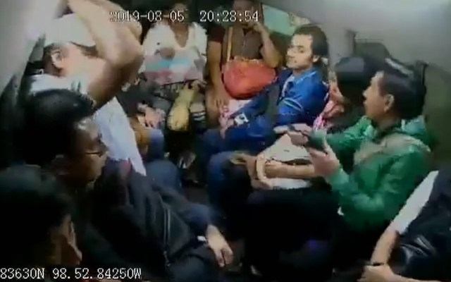#Video Disparan en transporte público para asaltar en el Edomex - Asalto a combi de Chalco. Captura de pantalla