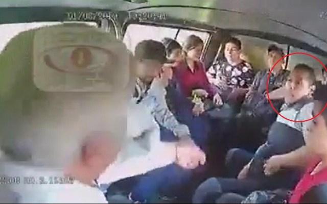 #Video Asaltantes bromean con víctima en transporte público en Tecámac - Tecámac asaltantes