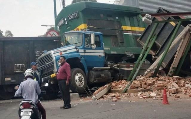 Tren embiste a camión en Azcapotzalco - Azcapotzalco tren camión Industrial Vallejo