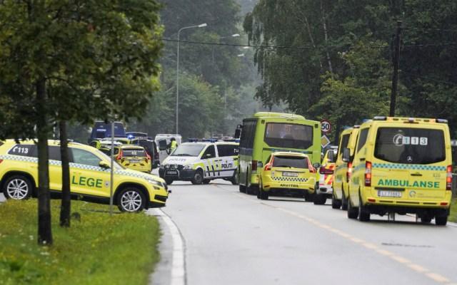 Un herido y un detenido tras ataque a una mezquita en Noruega - Policía de Noruega en escena de tiroteo en mezquita. Foto de EFE