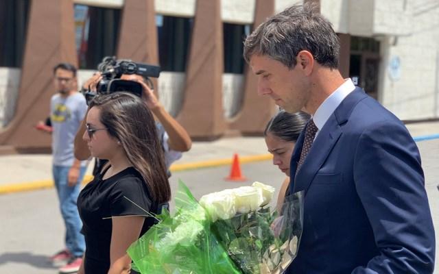 Beto O'Rourke visita Ciudad Juárez para honrar a víctima de tiroteo en El Paso - beto o'rourke funeral víctima de tiroteo en el paso