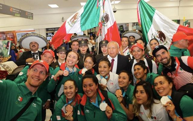 Dan la bienvenida a deportistas mexicanos que fueron a Lima 2019 - Bienvenida Mexicanos AICM