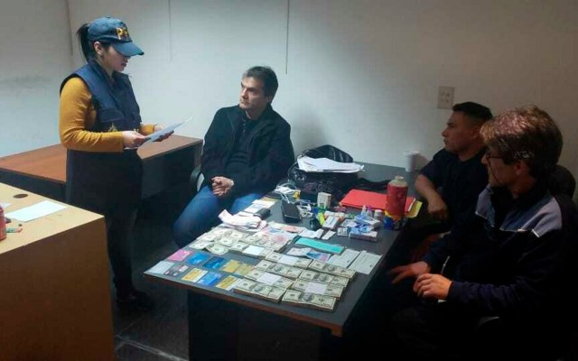 Tribunal Unitario confirma exoneración de Carlos Ahumada - La detención de Carlos Ahumada. Foto de Notimex-Policía Federal de Argentina.