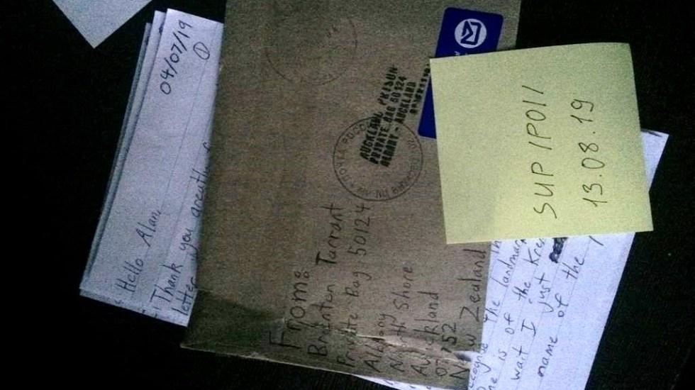 Atacante de mezquitas en Nueva Zelanda envía carta desde la cárcel - Carta enviada por tirador en dos mezquitas de Nueva Zelanda. Foto de 4chan