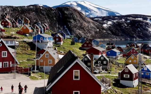 """Trump """"quiere echar un vistazo"""" a la compra de Groenlandia: asesor - Casas de la villa Upernavik, Groenlandia. Foto de EFE"""
