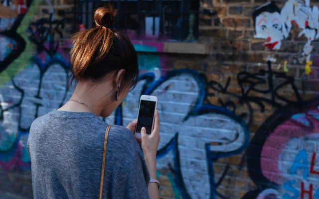 Morena propone cárcel para quienes inciten al odio - Celular uso teléfono dispositivo odio