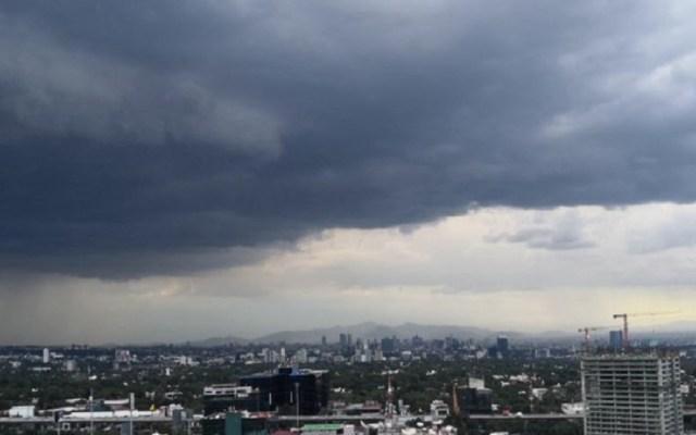 Persistirán lluvias vespertinas en el Valle de México - Cielo nublado en la CDMX. Foto de @vajosealfredo