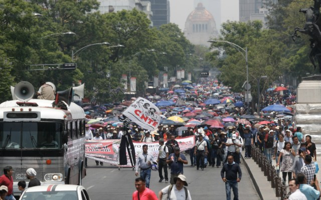 Tras reunión con AMLO, CNTE rechaza renunciar a movilizaciones - Marcha de la CNTE en la CDMX. Foto de Notimex