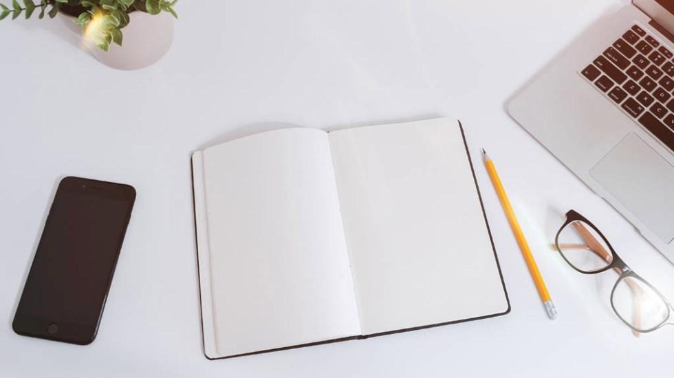 Links que facilitan los trámites en línea - Computadora oficina hojas trabajo trámites