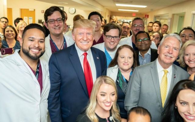 #Video Trump alardea sobre popularidad en visita a hospital de El Paso - Foto de Casa Blanca