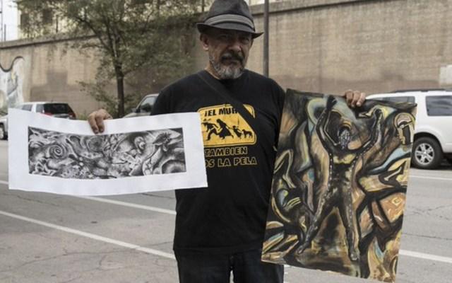 Artista inicia mural en Chicago en honor a normalistas de Ayotzinapa - Foto de EFE