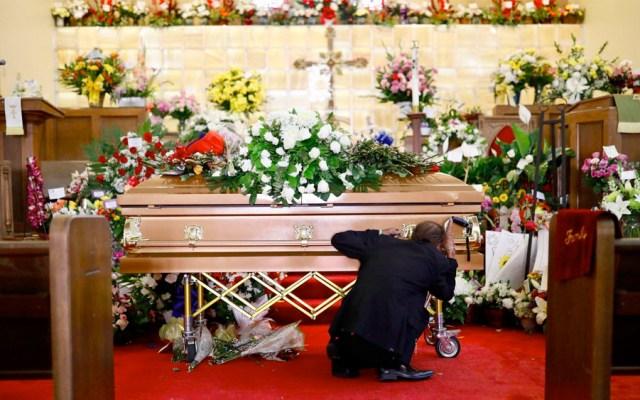 Cientos acuden a funeral de mujer asesinada en tiroteo de El Paso - funeral mujer tiroteo el paso