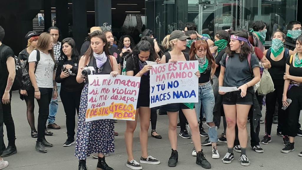 Postergan Alerta de Género para la Ciudad de México - Glorieta de Insurgentes feministas marcha