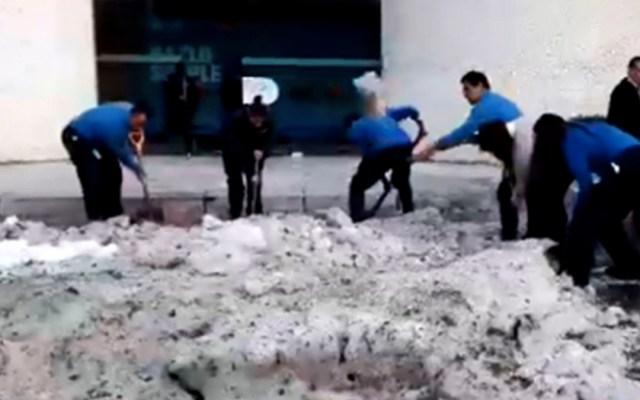 #Video Trabajadores retiran granizo en Cuajimalpa - granizada santa fe trabajadores