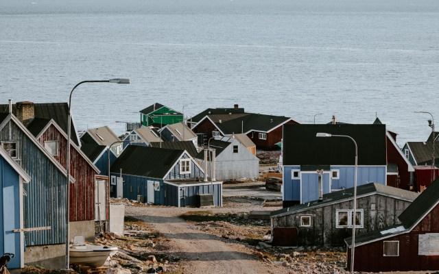 """La """"posible"""" compra de Groenlandia tiene como precedente la de Alaska - Ittoqqortoormiit, Groendlandia. Foto de Annie Spratt / Unsplash"""