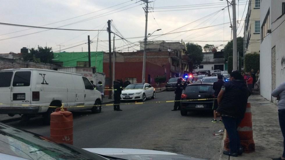 Asesinan a tres hombres en el Estado de México - Hombres ejecutados en la colonia Lomas de Occipaco, Naucalpan. Foto de @luismiguelbaraa
