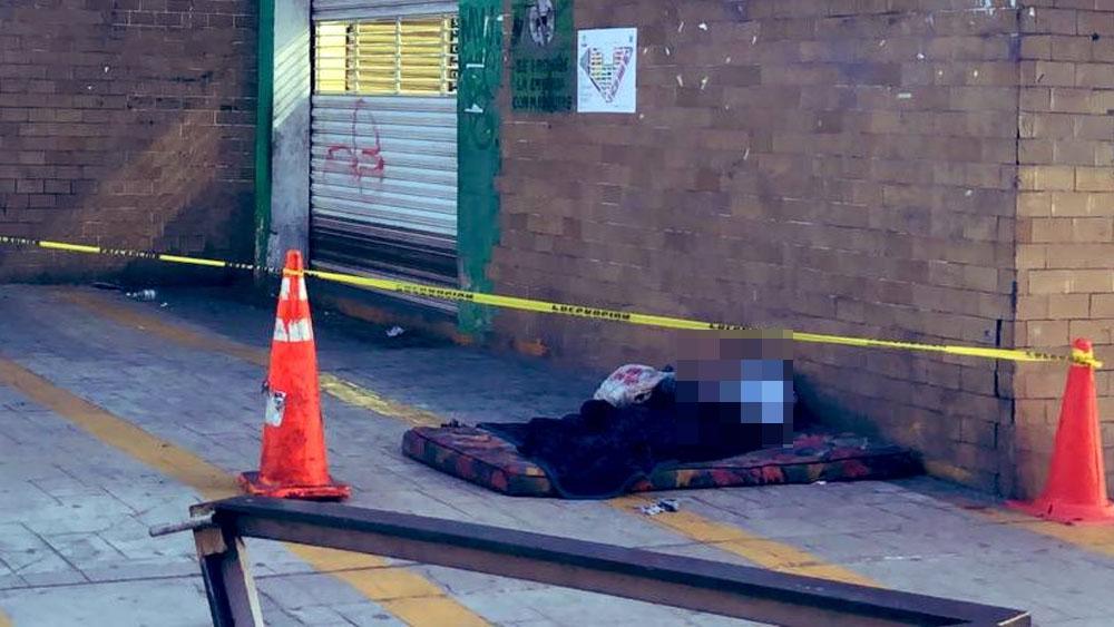 Muere indigente afuera del Metro Cuauhtémoc - indigente metro cuauhtemoc